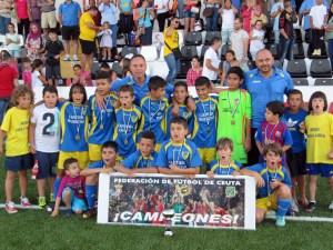 El Polillas Atlético, tras proclamarse campeón de la Copa benjamín