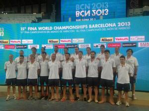 El equipo masculino posa en la sede del Campeonato del Mundo de Barcelona