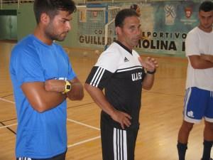 Chito, conversando con sus jugadores en el inicio de la pretemporada de la UACeutí FS
