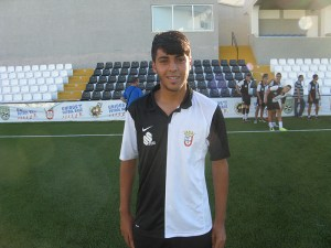 El Ceutí ha conseguido retener a Yunes, un centrocampista con varias 'novias'