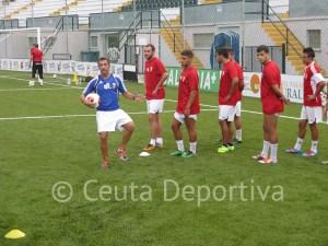 Jorge Ávalos dispuso una serie de ejercicios con balón en el entreno del jueves