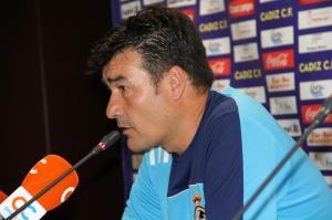 Rafael Escobar afronta su cuarta temporada consecutiva en la Balompédica Linense