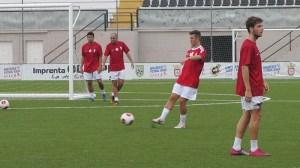 Álex Hernández sufrió una luxación en el hombro izquierdo en su primer entrenamiento con el equipo ceutí
