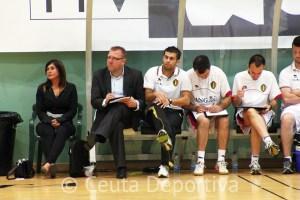 Rodrigo Marques, segundo por la izquierda en el banquillo, junto a Alain Dopchie, seleccionador belga