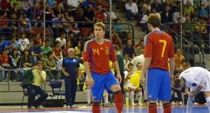 Matamoros, junto a Pola, en un partido con la selección española