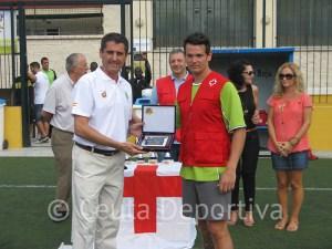El organizador del torneo también entregó una placa a Antonio García Gaona, presidente de la FFC