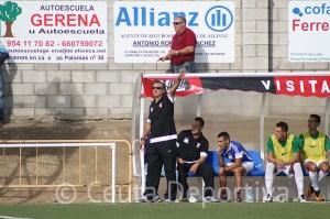 José Antonio Asián terminó muy ofuscado con la derrota de su equipo en Lebrija y el gol encajado por Garrido desde la otra portería