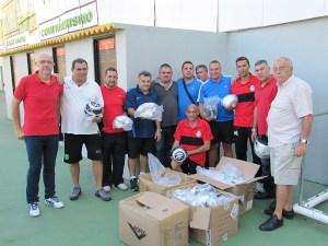 Los representantes de los clubes recibieron los balones en el federativo José Benoliel