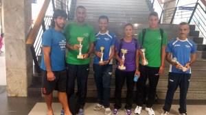 Los corredores de Ceuta posan con sus trofeos en la Estación Marítima  a su llegada a Ceuta