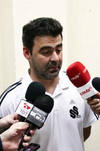 Mane, atendiendo a los medios tras uno de los partidos en los que sustituyó a Álvaro Pérez en el banquillo del Atlético de Ceuta