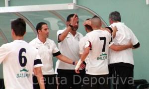 Los integrantes del Ceutí FS celebran en su banquillo uno de los goles ante el Betis en el último partido en casa