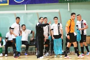 José Carlos Ayala 'Chito', dando consignas a sus jugadores durante el partido del sábado ante el Santaella