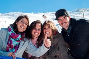 Regino Hernández posa en Sierra Nevada con Carolina Ruiz, Victoria Padial y Reyes Santaolalla