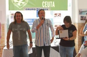 Juan Carlos Puerta, gerente del 'Loma Margarita' en el centro de la imagen junto a Marcelo y Diana, organizadores del torneo