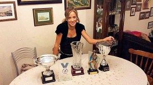 Samira Mhamdi, con los cinco trofeos conquistados en tierras asturianas