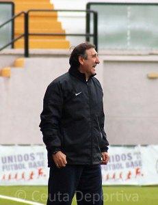 José Antonio Asián espera que su equipo ofrezca su mejor cara para superar al Cabecense