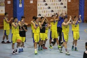 Los jugadores del Juventud agradecieron el apoyo de sus seguidores en el Campoamor
