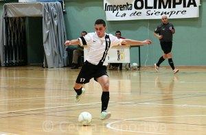 José Carlos Ayala Mancera 'Chito', en pleno lanzamiento a puerta durante un partido de esta temporada