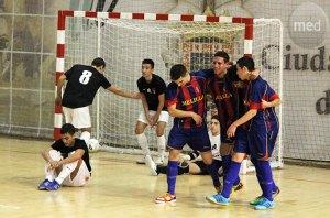 Jugadores de la Peña Barcelonista celebran uno de sus goles ante el Ciudad de Ceuta FS