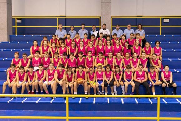 Foto de familia de los participantes en el Campus de Baloncesto de tiro y perfeccionamiento