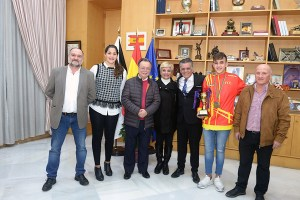Ismael Vázquez, junto a los representantes del Gobierno local y de la Federación de Petanca de Ceuta, este jueves en el despacho de Presidencia