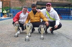 Antonio León, Jonathan León y Cristian, ganadores de la Copa Presidente de petanca