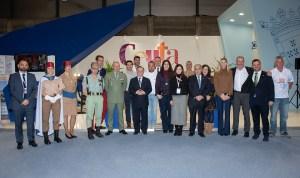El presidente Vivas, junto a representantes de la Ciudad y de La legión y Regulares en el stand de Ceuta en Fitur