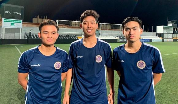 Los indonesios Taguh, Raihan y Zaki, en el estadio Alfonso Murube