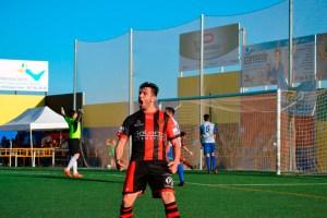 Maero celebra un gol con el Puente Genil