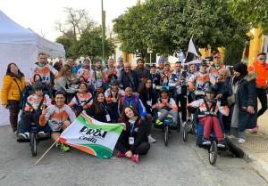 La expedición ceutí de PROI, este domingo antes de tomar la salida en la Maratón de Sevilla