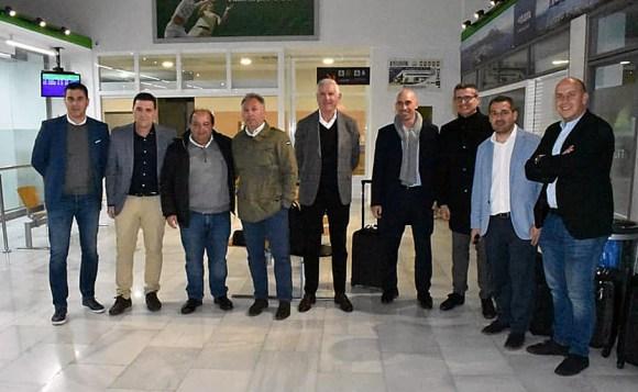 Rubiales y su comitiva federativa, este martes a su llegada al Helipuerto de Ceuta / Foto: FFCE