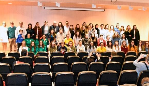 Foto de familia de las galardonadas por la FFCE