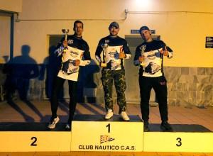 Los tres primeros clasificados, en el podio