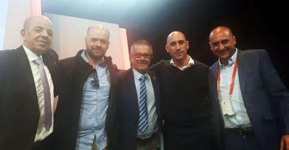 Luhay Hamido y Luis Rubiales (los primeros por la derecha), junto a otros directivos del Ceuta, en Madrid