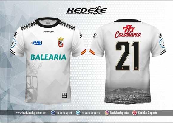 Nueva camiseta blanca propuesta a la AD Ceuta FC por la firma Kedeke