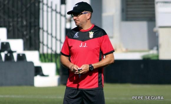 José Juan Romero, entrenador de la AD Ceuta FC, cree que el equipo será motivo de alegría la próxima temporada