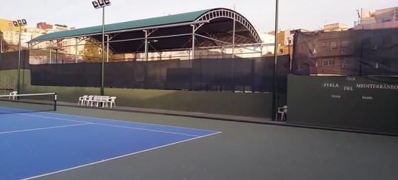 Imagen de una de las pistas del Club de Tenis 'Perla del Mediterráneo'
