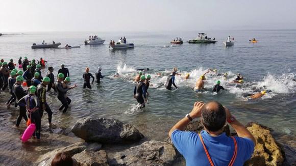 Nadadores tomando la salida en la edición del pasado año