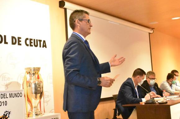García Gaona, durante su intervención ante la Asamblea de la FFCE