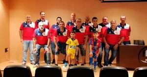 Los técnico del equipo cadete, junto a los del juvenil / Foto: S. Camacho