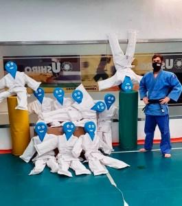 Los alumnos del Ushiro tendrán que practicar con estos muñecos por el coronavirus