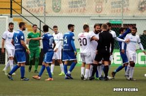 El Ceuta terminó ante el Xerez DFC con tres futbolistas expulsado, además de su entrenador