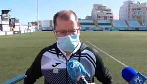 José Juan Romero, atendiendo a los medios de comunicación tras el partido