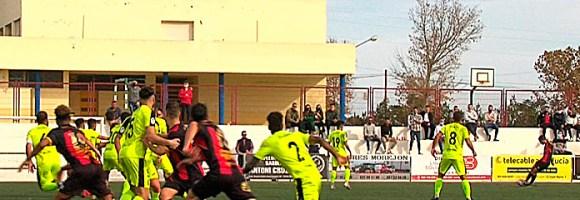 Un lance del partido disputado este domingo a mediodía en el 'Carlos Marchena'