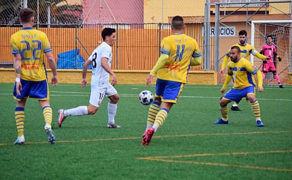 Reina ha sido uno de los jugadores más incisivos del Ceuta durante todo el partido / Foto: Nicol´s