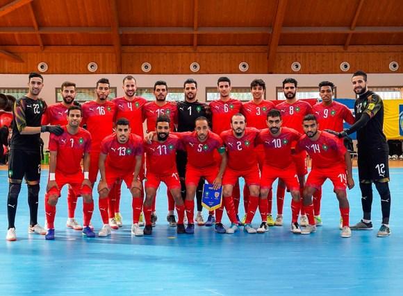 Hamza Maimon -segundo por la izquierda agachado-, parece un fijo con Marruecos de cara al Mundial