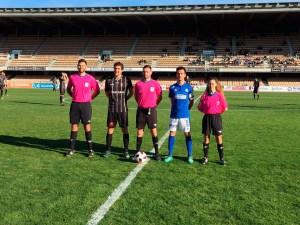 Gutiérrez Parera, junto a los capitanes de Ceuta y Xerez DFC, Jaime y Bello, en el partido de hace dos temporadas
