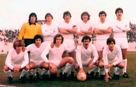 Formación de la AD Ceuta en Segunda División, en la temporada 80-81, con Ortiz, el segundo por la derecha agachado
