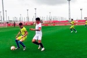 Un lance del partido disputado en la Ciudad Deportiva del Sevilla FC