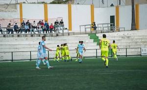 Los jugadores del Ceuta celebran uno de los goles de Pablo en Lebrija